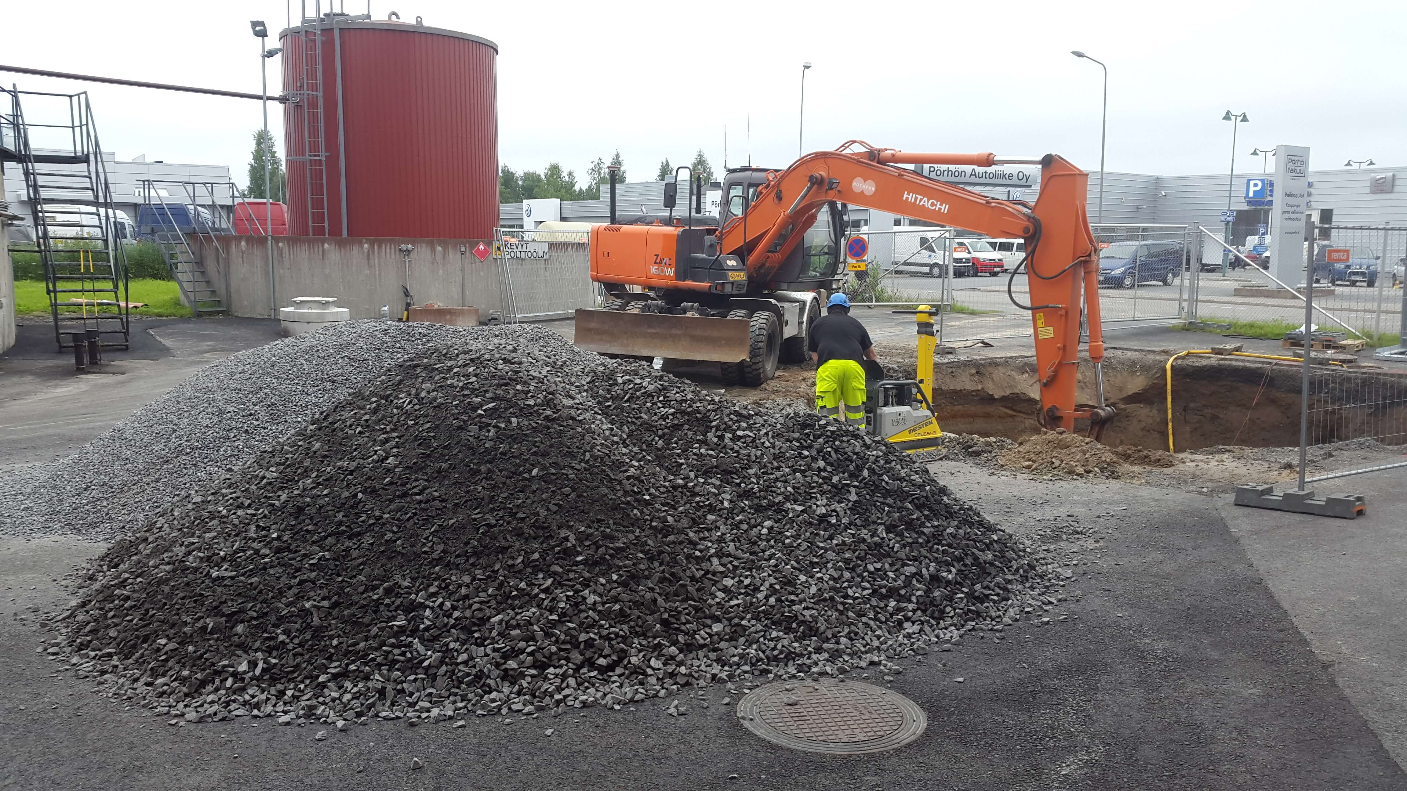 Toppilan ja Limingantullin voimalaitosten öljynerottimien rakentaminen